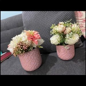 Lot of two pots with faux flowers